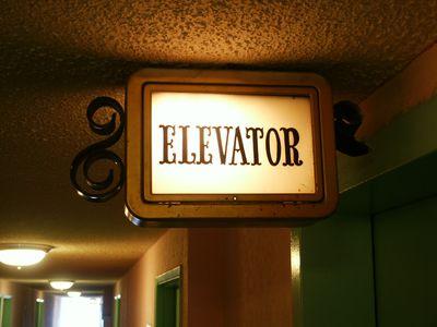 Откриха един от първите асансьори  в света в царския дворец в София