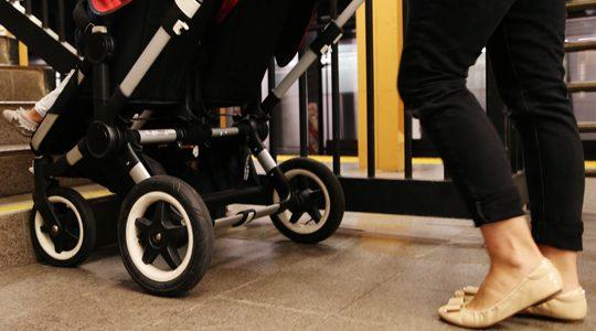 """На косъм от кошмар: Асансьор с бебе заседна в метрото в """"Младост"""""""